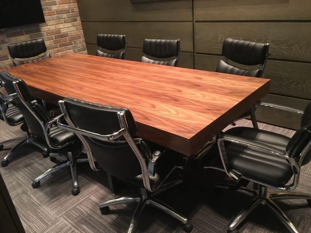 Проект меблирования офисного помещения, стол для переговоров, компьютерные кресла