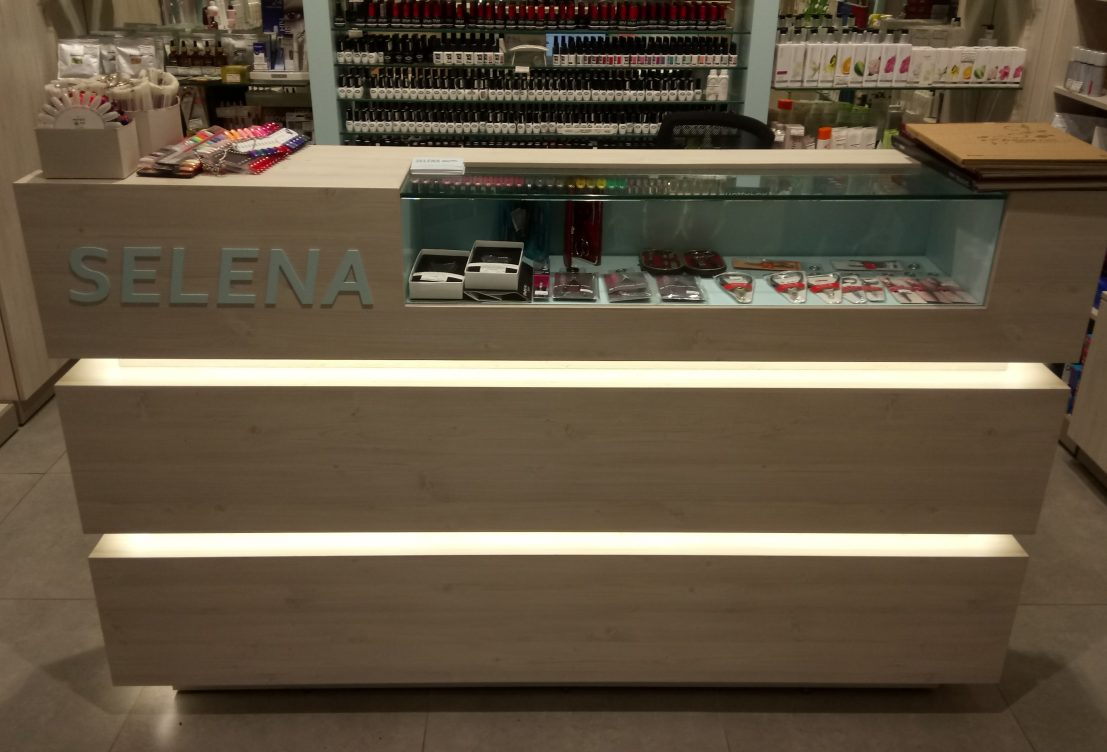 selena_retail 4